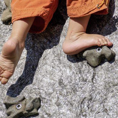 barefoot-3569057_1920